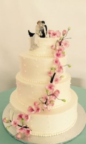 classic-white-cake-with-pink-roses