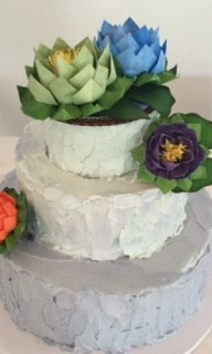 grey-cake-with-flowers